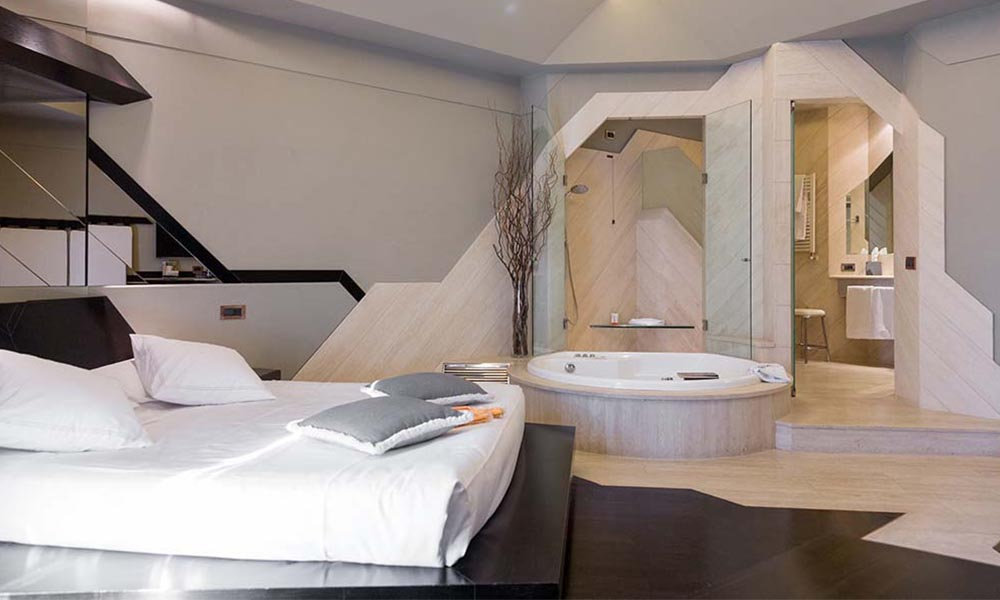 Rooms with jacuzzi in rome city centre hotel isa for Isa design hotel